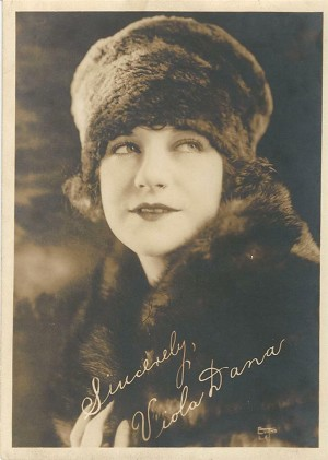 Viola Dana (1897–1987), (That Certain Thing (1928) , Autographed 5x7 Promo Photo